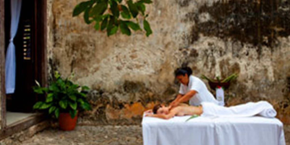 Authentic Mayan massage treatment at the Hol Be Spa.