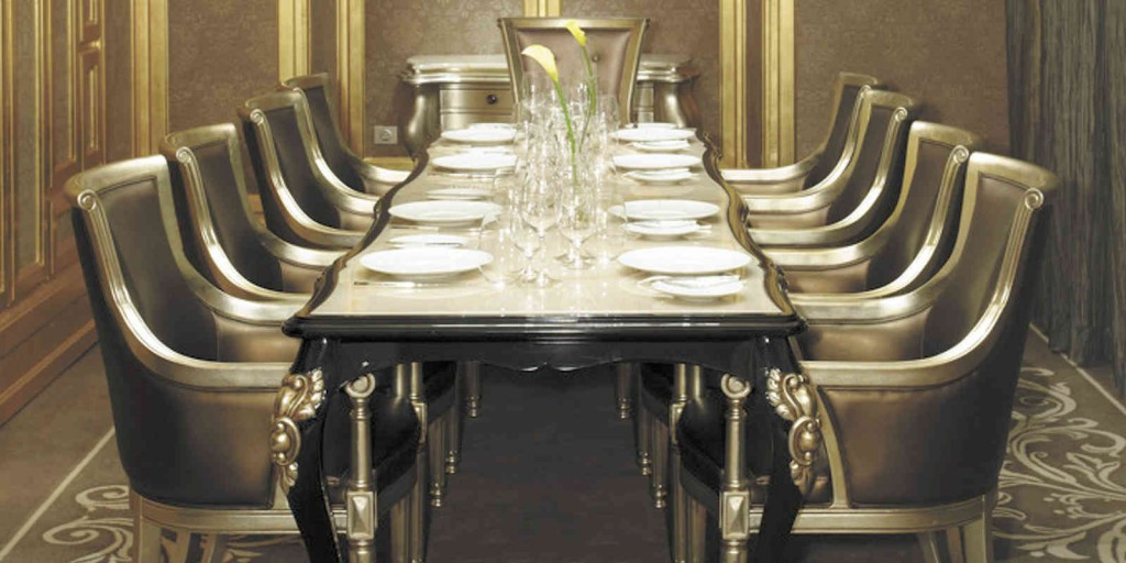 Les Menus offers optional private dining rooms.