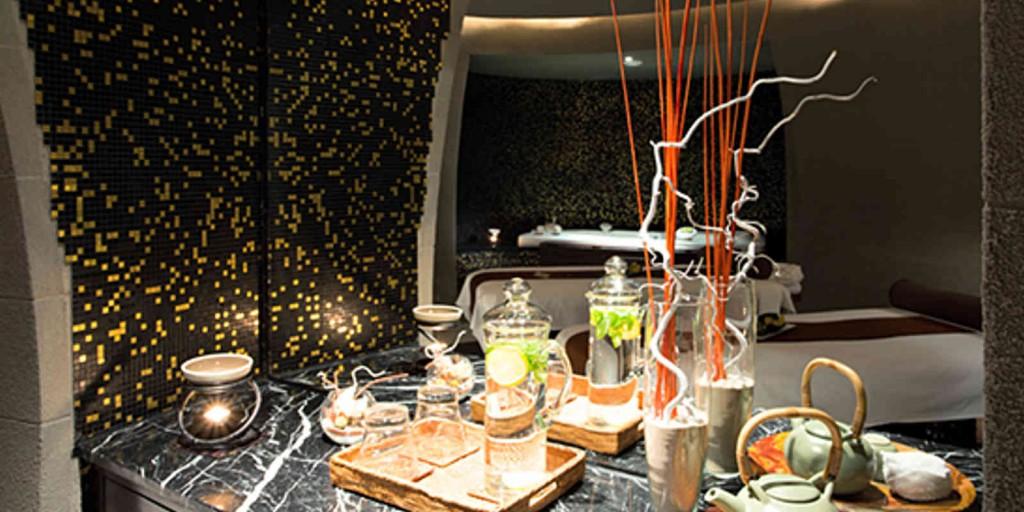 Enjoy tea service in the Mandara Spa.