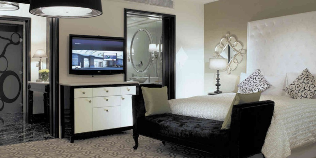 Enjoy the impressive artistic flair of the winter-white Atrium Suite.